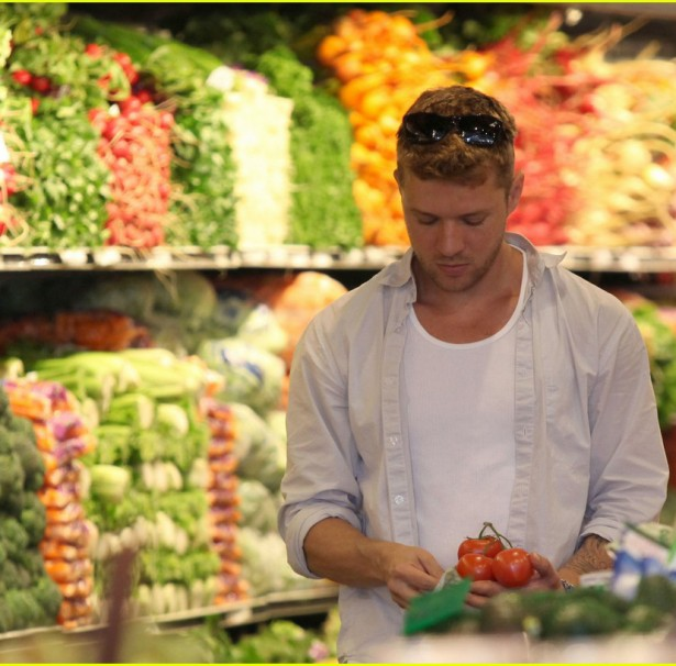*EXCLUSIVE*  Ryan Phillippe and Ava Shop Healthy at Whole Foods