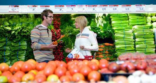 pickup-women-grocery-store