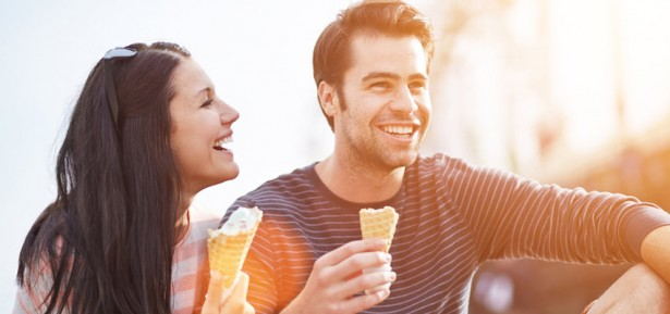 CoupleEatingIceCream-850x400 (3)