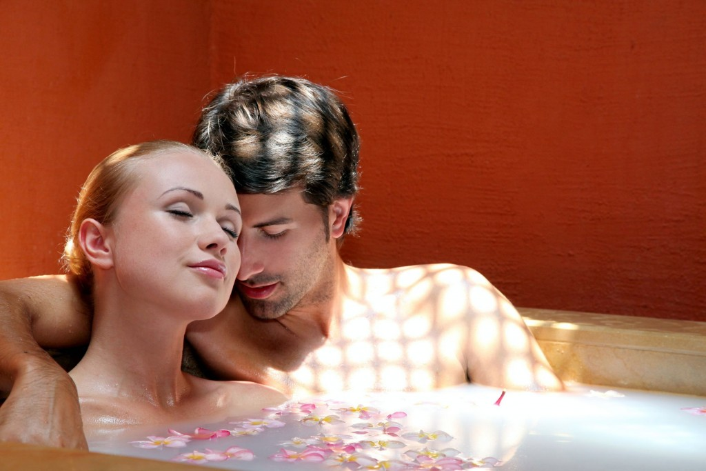 A sacred couples bath can improve appreciation in your for Bathroom ideas for couples